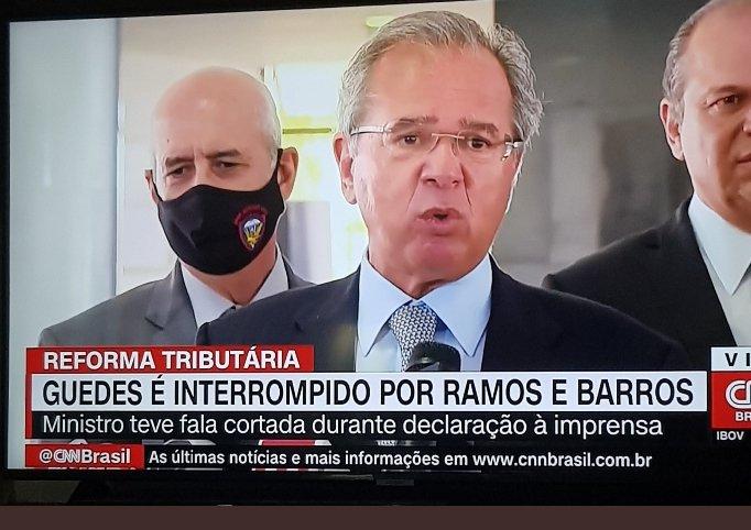 URGENTE: QUEM VIU? @CNNBrasil  liberem a imagem, por favor. O Ministro Paulo Guedes foi retirado pelo General e pelo líder do Governo quando falava com a Imprensa.  Que humilhação pro posto Ipiranga! https://t.co/bWiEjO0hfB