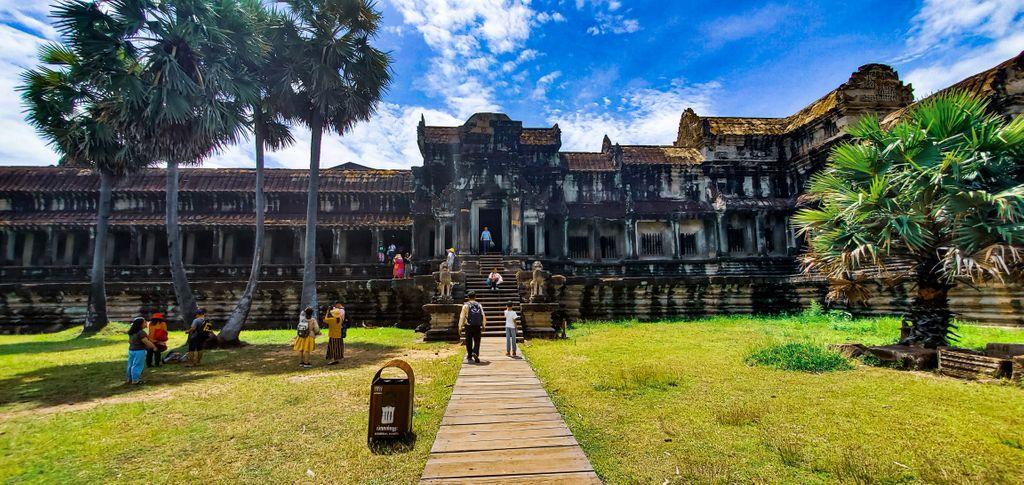 Cambodia! #Cambodia #siemreap #siem #reap #asia #asian #travelblogger #TravelTuesday #photography #bravetraveler #vlogger #vlog #like4like #follow4follow #tourism #history #world #traveler #budgettravel #quarentine #cuarentena #Traveller #travelgram #angkor #wat #angkorwat https://t.co/0Fj3NUR7Uh