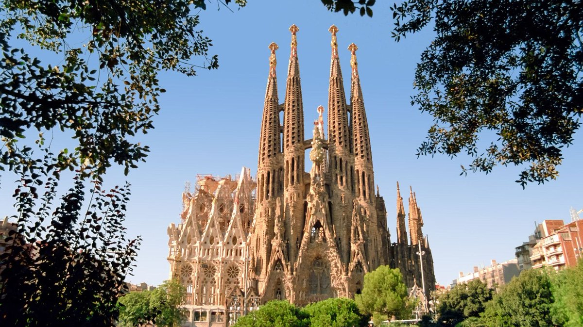 Construction on Gaudí's Sagrada Família began in 1883, and is still ongoing. It's a testament to the generations of architects, sculptors, stonecutters, fundraisers, and donors who became captivated by Gaudí's astonishing vision, and are determined to incarnate it in stone. https://t.co/YCIC0jSoIQ