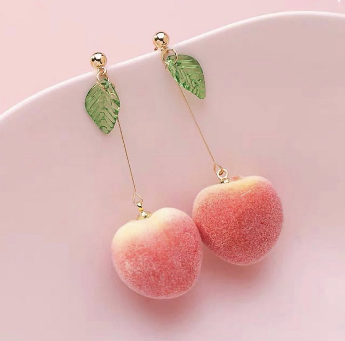 We have earrings that look like candy peaches 🍑 ✨@kawaiitherapy_   #peach #peaches #jewelry  #かわいい #kawaii #cute #sailormoon #cosplay #harajuku #japanesegirl #flower #桃 https://t.co/SVoXLKEBCa