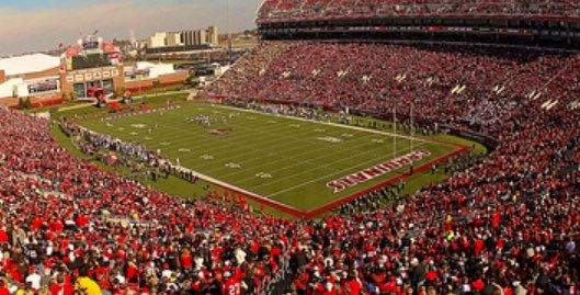 I'm extremely blessed to receive an offer from the University of Louisville‼️ #GoCards @MarkIveyUofL90 @UofLFootball https://t.co/JdBZf0ZTie