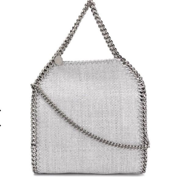So good I had to share! Check out all the items I'm loving on @Poshmarkapp #poshmark #fashion #style #shopmycloset #loft: https://t.co/ZZo9Zd9jrw https://t.co/YxnFQG2DCj