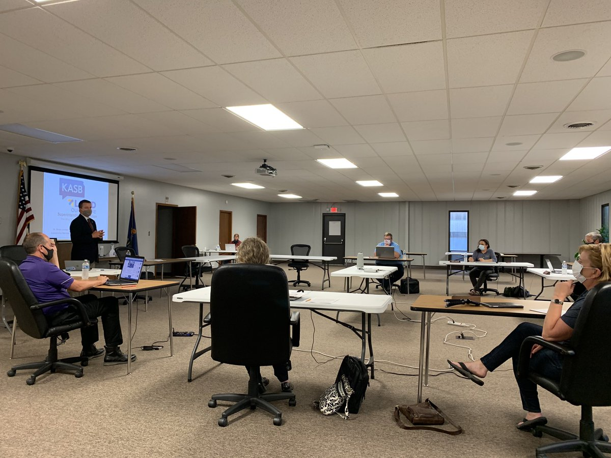 Engaging evening with USD320 Wamego Board of Education discussing progress of student success! Thanks for a great evening! #kasb https://t.co/PGTuMFXT61