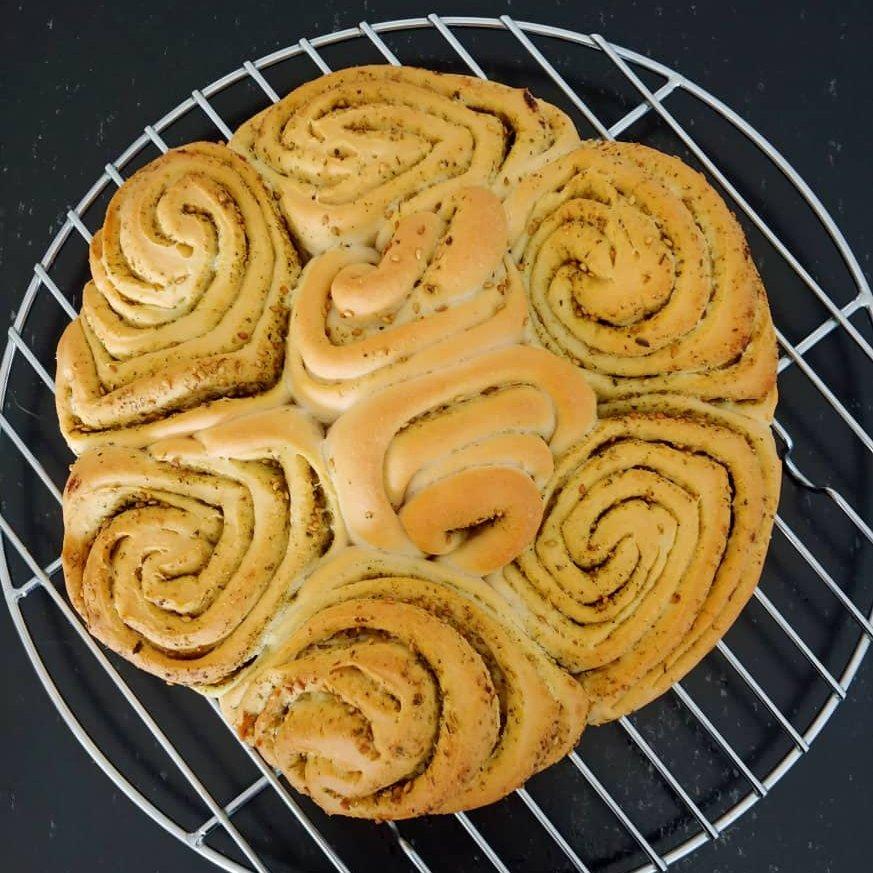 I can't stop making food. #Vegan Za'atar Pull-Apart Bread. https://t.co/L5N6JRtuDR
