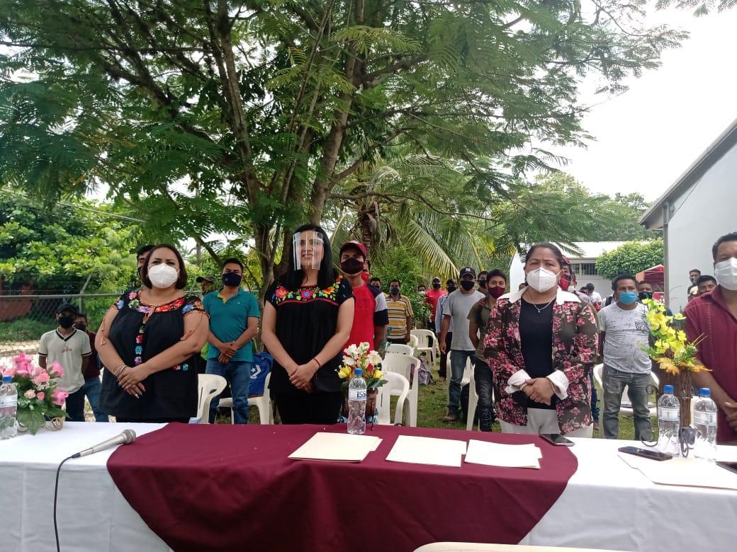 💰 #Estatal #Economia  Garantiza Veracruz seguridad laboral a jornaleros que se emplearán en EU: Adriana Esther Martínez  https://t.co/QX40IOGZsT https://t.co/49xyqGB5Ro