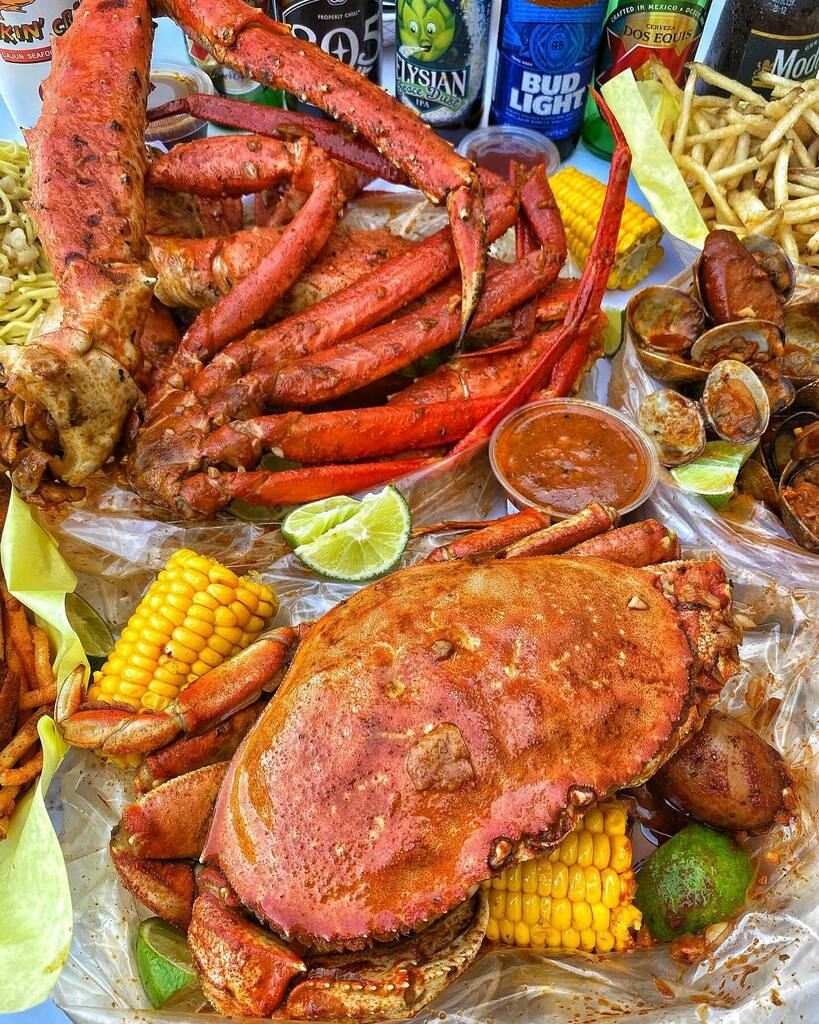 🦀The Kickin' Crab🦐  Did you know we have wine? Enjoy your wine Wednesday Kickin Style! ___________ #crawfish #shrimp #crab #kingcrablegs #snowcrablegs #lobster #clams #oysters #scampi #noodles #seafood #wings #fries #kickincrab #yelp #yelpla #yelpoc … https://t.co/rSCDiX5X9n https://t.co/Y0T5UURMS3