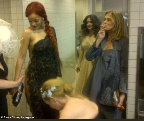 #tbt @rihanna backstage @ the Met Gala 2️⃣0️⃣1️⃣1️⃣ https://t.co/srhHtzlr7U