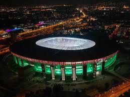 🏆 La #SuperCup se jugaría originalmente en el Estádio do Dragão en Oporto, 🇵🇹 el 12 de agosto.   ➡️ El 17 de junio la #UEFA anunció que el juego se trasladaba a la Puskás Aréna de Budapest 🇭🇺debido a la pandemia.   🏟️ Se esperan aficionados al 30% de la capacidad del estadio. https://t.co/i2G96kCdsN