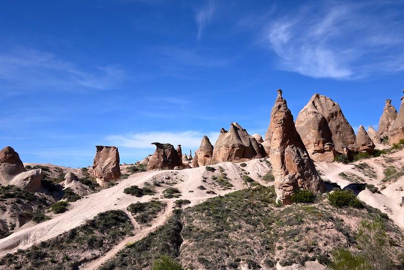 \妖精の煙突🧚♀️ #カッパドキア の絶景は見逃せない💫🇹🇷/  #トルコ にあるカッパドキアは奇妙な形の岩が連なる景色が有名👀 その奇観は異世界や火星のようだとも言われています🪐  日本では見られない非日常空間を味わいたい方、9/27(日)のツアー必見です😍✨  詳細はこちら⏬ https://t.co/E2uDyr74Y2 https://t.co/fNdtxCfLnG