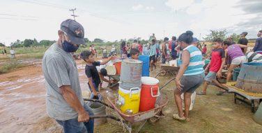 Continúan protestas por falta de #Agua y gas en Puerto Ordaz - Al menos 300 mil familias, llevan más de 40 días sin #Agua por tuberías y cuatro meses sin gas doméstico. Las aut ... - https://t.co/oYUQ502bE6  #Escasez #GasDoméstico #Protesta #PuertoOrdaz #ServiciosPúblicos https://t.co/TocjAl7Tdz