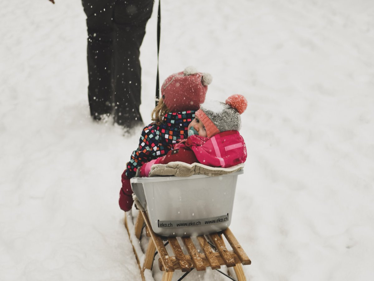 Raise your hand if a parent or an older caretaker of any kind has scolded you for not bundling up when temperatures drop. #temperature https://t.co/rkBENeGgQx https://t.co/j1Ae9OOgW1