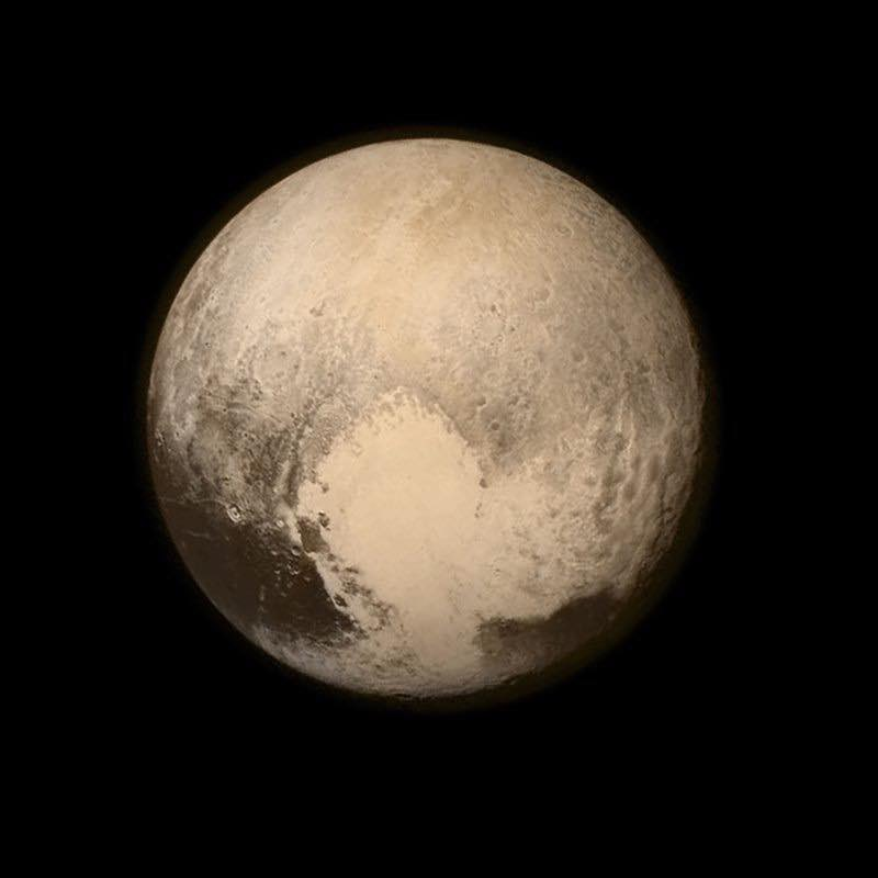 Zoom a Plutón.   -NASA. https://t.co/GvxOBet4L6