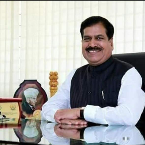 My heartfelt condolences to the family and friends of Shri. Suresh Angadi Ji, MoS Railways. May the Almighty give them strength to overcome this great loss.   May his soul rest in eternal peace. Om Shanti! https://t.co/QlrtAsYMZE