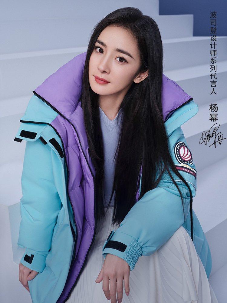 200924 #หยางมี่ กับเสื้อกันหนาวแบรนด์ #BOSIDENG ในฐานะ spokesperson ของแบรนด์ค่ะ  สีสวยโดนใจมากเลย ~ ใส่กับชุดสวยๆยังได้ ดูดีมากๆ 😉 #YangMi #杨幂 https://t.co/oFQQtBq5rw