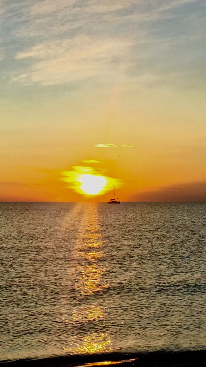 Amanecer . Santa Pola ( Alicante ) #rtve  #happy #feliz  #italia #instagram #spain  #beautiful #instagood #russia #riversideband #colourslovers #eveninglight #china #america #argentina🇦🇷 #valencia #alicante #otoño #granalacant #santapolaturismo #photo #antena3noticias1 https://t.co/eKWTPIJzrS