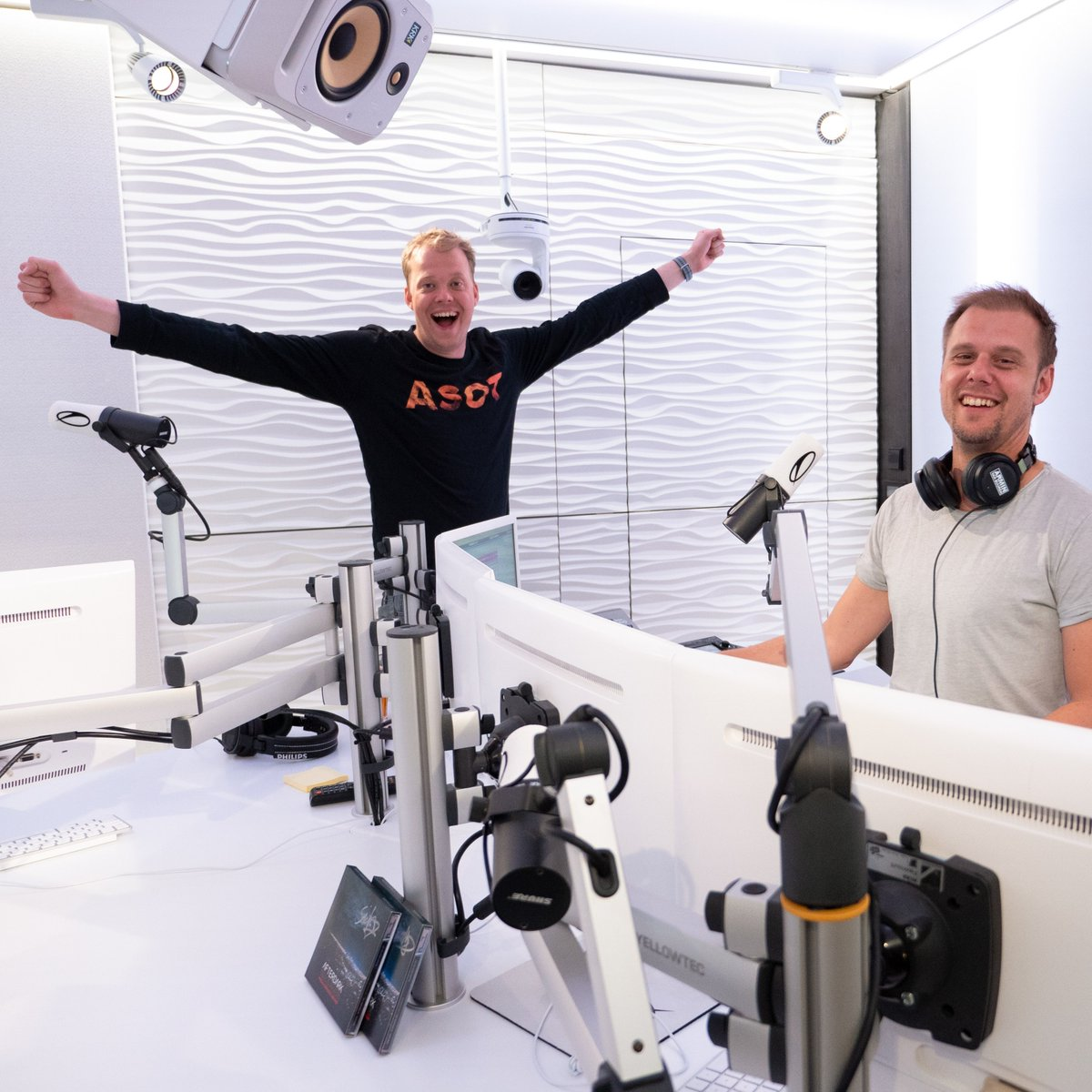 Find the #ASOT flame sweater @rubenderonde is wearing here on our online store! We've added a selection of limited edition collectors items from over the years to our shop, hit the link and pick something up today: https://t.co/iVSUieuEuq #Trance #ASOT #Merch https://t.co/dbAZVjm0wV