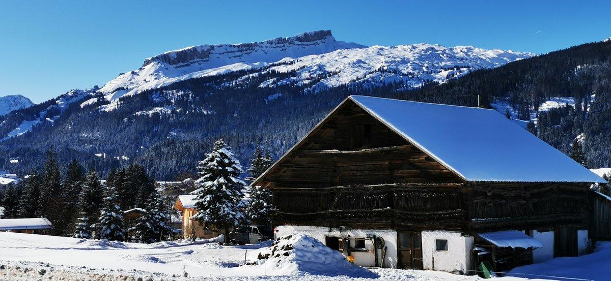 Kein Apres Ski in #Österreich in diesem #Winter !!! Das hat Bundeskanzler #sebastiankurz heute zum Schutz vor dem #Corona Virus beschlossen. Ebenso #Maskenpflicht in #Gondeln sowie in Lokalen nur sitzend Speisen und Getränke gegen #COVID19 Ansteckungen https://t.co/6otofVFocp