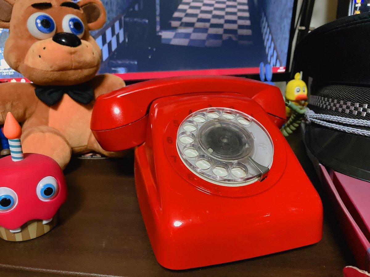 中古ショップで手に入れた昭和レトロな電話機を真っ赤にペイントして『ピザ屋の夜間警備中に色々な事を教えてくれるチュートリアルの電話機』を作りました!☎️<Hello!Hello!