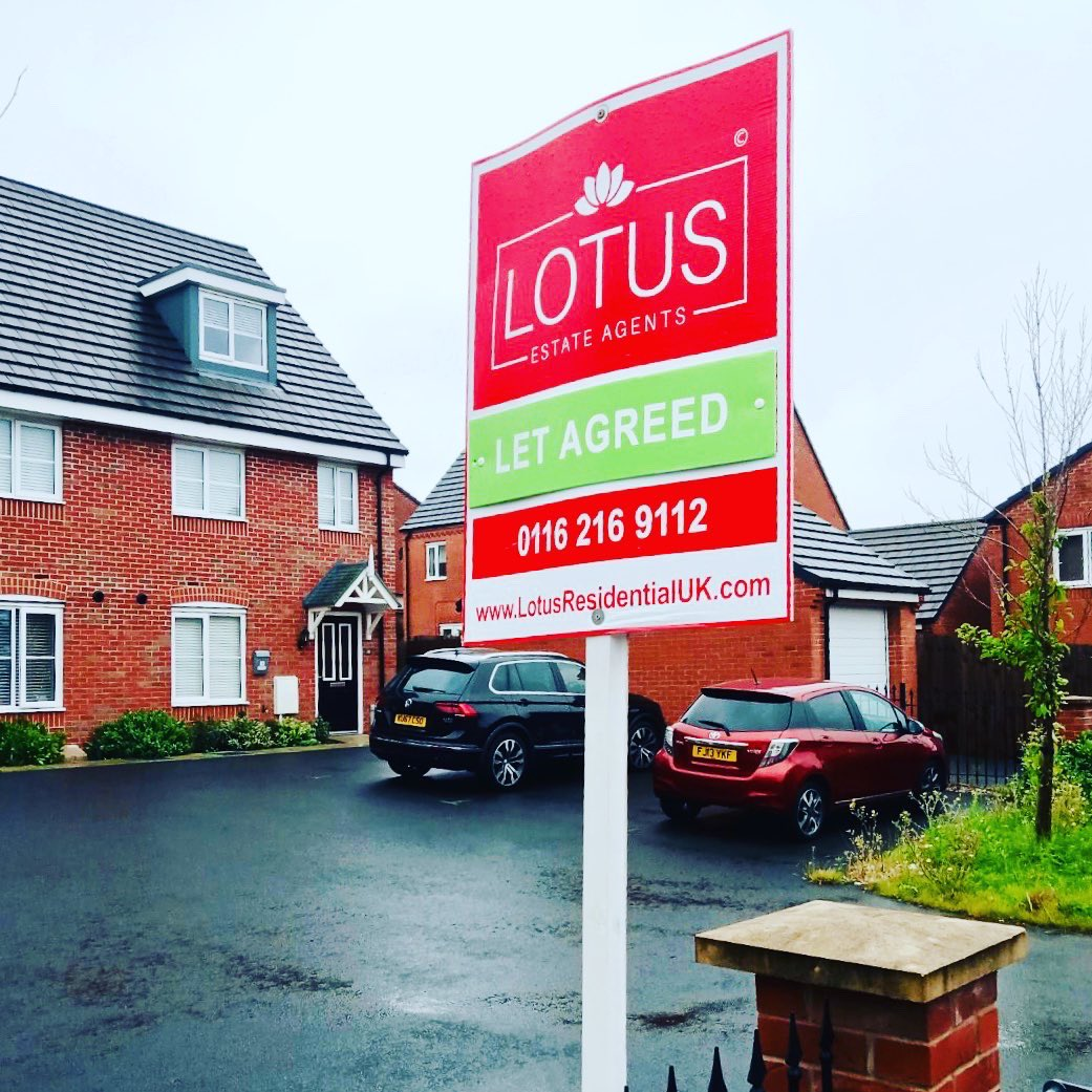 What makes the perfect #estateagentboard?  Bright✅ Colourful ✅ Eye catching ✅ We love seeing the @ResidentiaLotus #boards in #Leicester! ❣️Have you spot them? Thank you to @ResidentiaLotus for always supporting us! Wishing you & your team all the best! #boards4agents #signs https://t.co/8yluG2l2v5