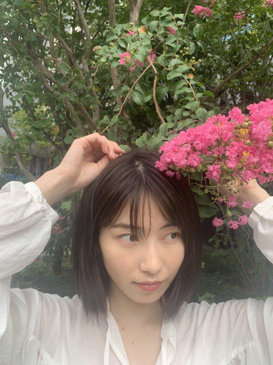 お散歩途中で見つけたお花💐↓のサムネイルの写真を撮ったところです!!君はメロディー🎤Instagram📷