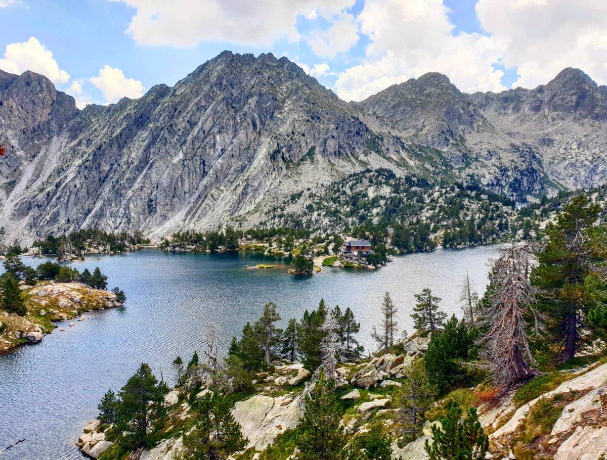 L'estany Tort de Peguera (2.350 m). #estanytortdepeguera #espot #pallarssobirà #altpirineu #pnaigüestortes #hiking #estiu2020 https://t.co/wFZoOMxitC