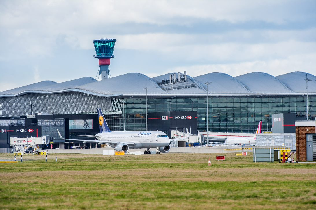 Hello and good morning to everyone from all of us at Heathrow Airport. If you're travelling with us sometime soon and have any questions, we'd suggest visiting our website for our FAQs: https://t.co/C5YOB3uvIO. Alternatively, you can tweet us or send us a DM. https://t.co/l7jvw0NJci