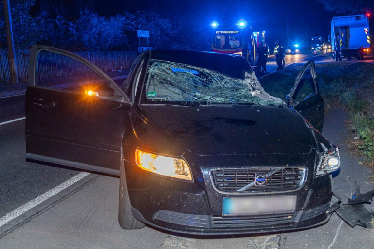 Aufgrund eines schweren Unfalls musste die #B169 am Mittwochabend voll gesperrt werden. #Vogtland https://t.co/2RleiZYIjj https://t.co/2T2OLCEYfO