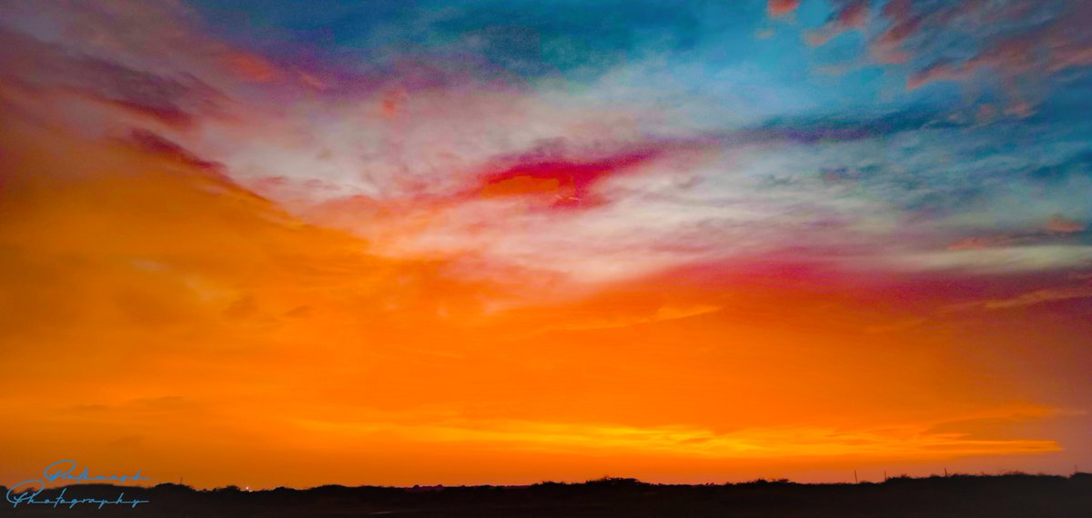 The sky Colors The changing of magical colors in the sky defines every day of your life is different. #prathmeshphotography #photographers #photographers #photographyislife #photography #skyphotography #beauty #landscapephotography #ahmedabad #hope #colours https://t.co/8oDUKyHxWA