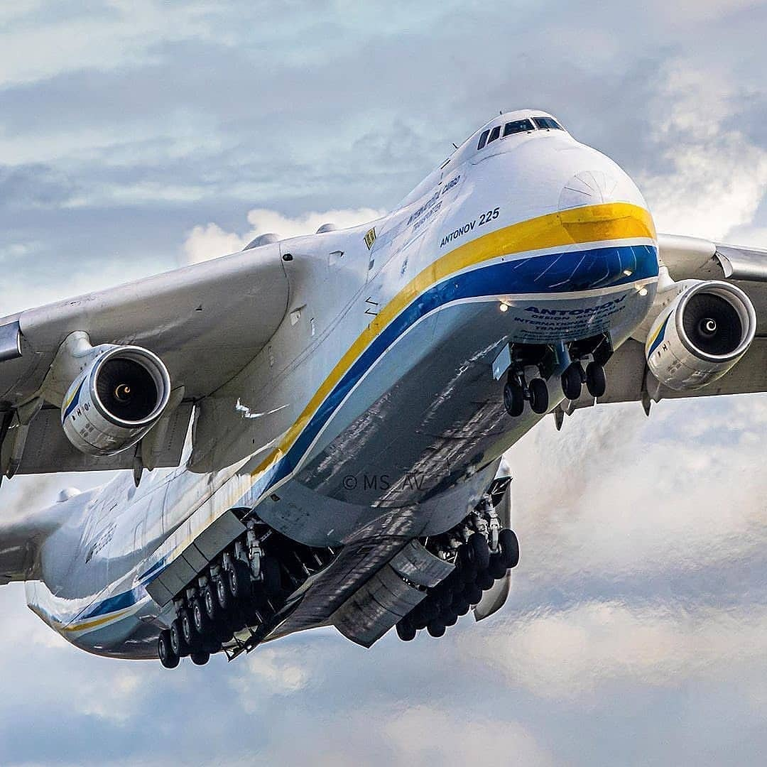 """If you are #aircraft lovers then comment """"YES"""" below and stay with us... Like retweet and let us know your passion with it....  #Antonov-225 #instaplane #instaaviation #megaplane https://t.co/2RfncpmtHL"""
