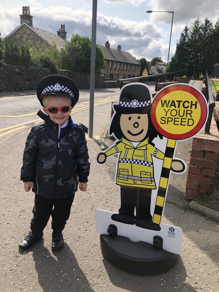 Thursday's safer #SchoolRun tip #SlowDown when you're approaching a #SchoolZone and watch out for #ChildrenCrossing #KillYourSpeed NOT A CHILD #School #RoadSafety https://t.co/ZOKYAX9KcS