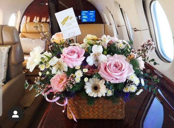 The arrangement from flight crew on a special occassion of our beloved  passenger 🌼🌸  #ExecutiveWings #SiamLandFlying #SLF #AircharterTH #Aircharter #PrivateJet #PrivateJetcharter #FlyExecutiveWings  📍For your enquiry:  https://t.co/RuKiTRt4wL  📸littletigie https://t.co/2T3eD1EjSK
