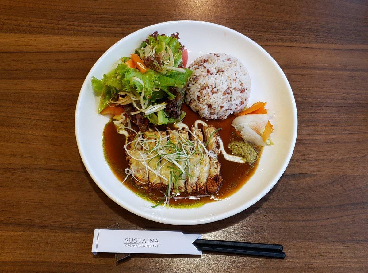 オーガニック料理が心にも体にも染み渡りました🍀 ジンジャーエールがとってもオススメです!🍹  #オーガニックフード #健康 #おいしい #ランチ #バンコク #タイ #organic #healthyfood #delicious #lunch #bangkok #thailand #有机食品 #健康 #好吃 #午饭 #曼谷 #泰国 https://t.co/w6xbobDWN6