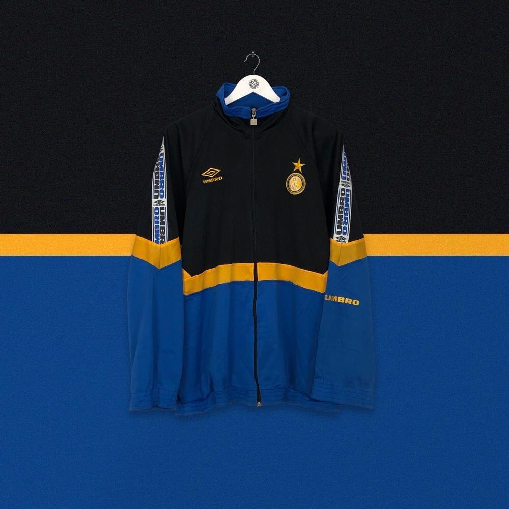 🆕 Inter 1997/98 @umbro training jacket 💙🖤 ⏩ cultkits.com/inter-milan-19…