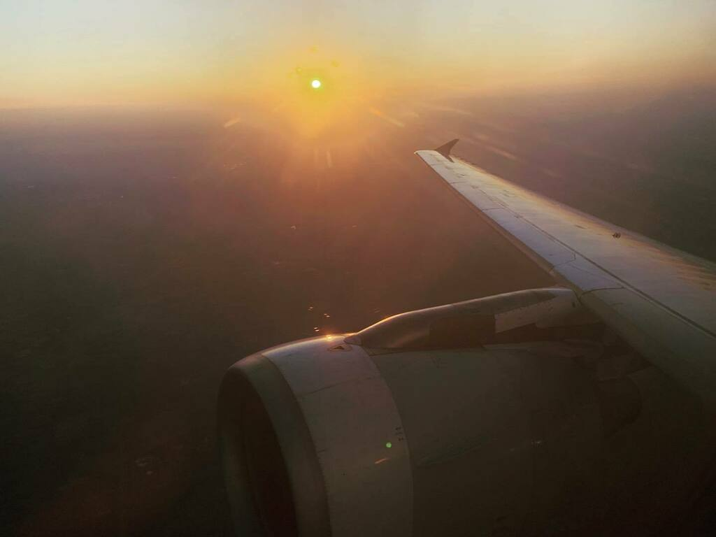 Remember when we used to fly places and see the sunset from 10.000 metres ? #sunset #airbus #A320 #alitalia #wing #engine #avgeek #latepost https://t.co/FUyV4ucflC https://t.co/Wr2k7bSCQe