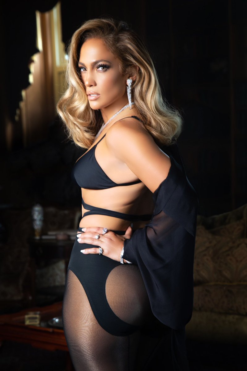 Jennifer Lopez - Σελίδα 46 Eiqbxo8WsAAKRjY?format=jpg&name=medium