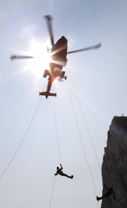 #LRGX is helping @RoyalMarines transition to being a #FutureCommandoForce @42CdoRM were put to the test during Exercise 🇬🇮 #Gibraltar Strike 🪨⚡️ This training consisted of over 250 descents from a @847NAS Wildcat from over 200 ft high 🚁⛅️