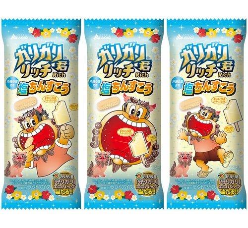 """【沖縄気分】「ガリガリ君」新作は""""塩ちんすこう味""""塩ちんすこう風味クッキー入りのかき氷が入っている。クッキーはラードを使用することで、本物の風味・食感に近づけたという。29日発売。"""