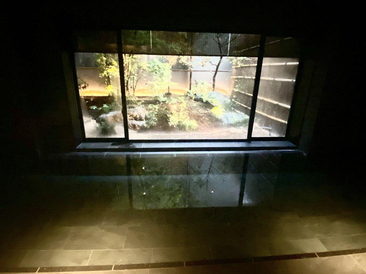 世田谷代田駅前に温泉旅館「由縁別邸 代田」が28日に開業します。露天風呂は箱根から輸送した源泉を採用。随所に中庭を設け、都会のオアシスのような空間を演出しています。館の詳しいレポートは後ほど掲載。