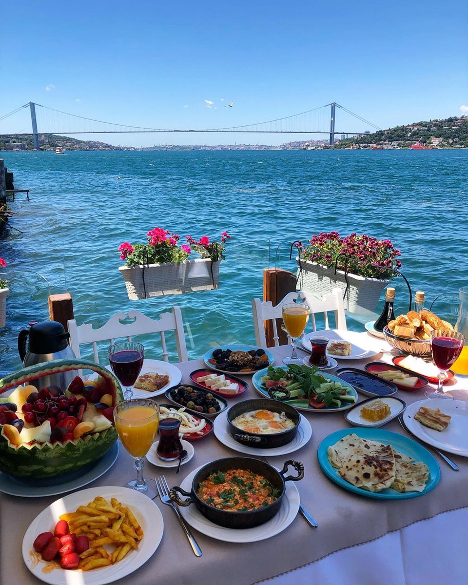 Good morning #Istanbul 🇹🇷 lovers! When was the last time you had breakfast in this beautiful city 😍?  📸: berrakberroo (Instagram) https://t.co/A9Br7zQi97