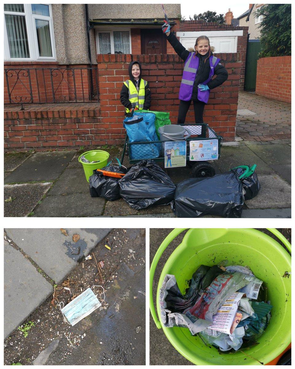 Thursday morning school run #litterpick helping the community and environment before school.  #GBSeptemberClean #LitterHeroes #doasophie #keepblythclean #litterpicking #Northumberland #blyth https://t.co/rl8L9sw3Yr