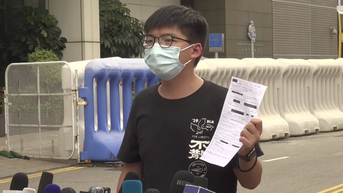 Update: he's just been released on bail. Still from @StandNewsHK's live-stream. https://t.co/P14fhpANOs