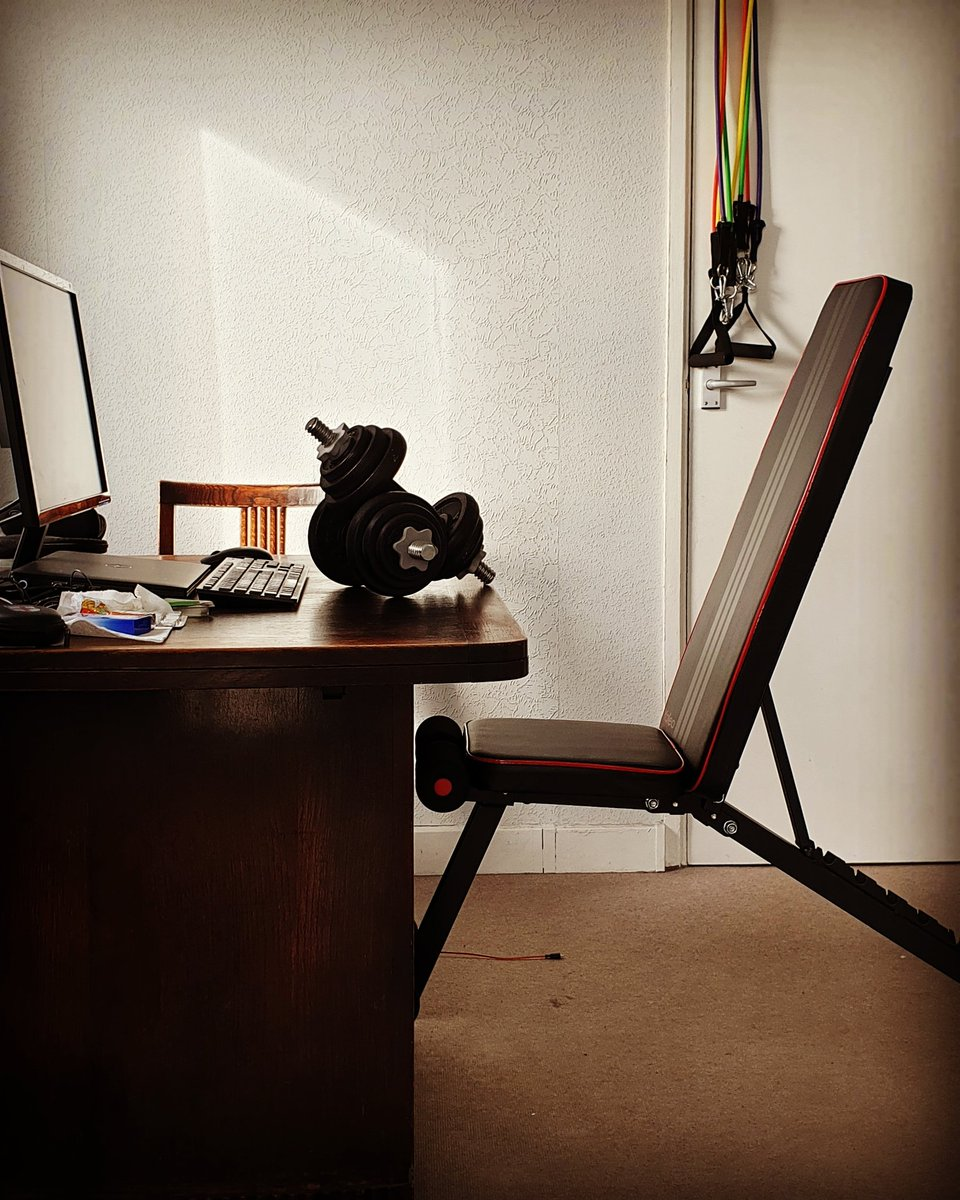 Sorry, but my work desk is better than yours 🤟💪.😜😜 The benefits of working from home, no time is wasted, no space is unused.  . #bodybuilding #fitness #cardio #crossfit #weightloss #muscle #isolation #quarantine #musclebuilding #healthyliving #healthylife #gentlemanwholifts https://t.co/nu4I7tcoov