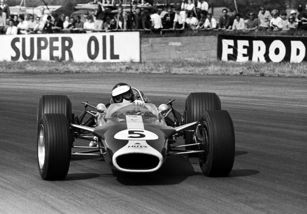 @StronachBrian @therealdcf1 @CIRCUITOESTORIL Well... DC was very good indeed... but even he wouldn't claim he was better than this #F1 Scot (pic taken by David Phipps at the '67 #BritishGP). https://t.co/dd4HQBXgq3