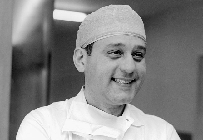 Hispanic Heritage Day 9: René Gerónimo Favaloro, Argentine heart surgeon performed the first documented coronary bypass operation and was the first surgeon to perform successful heart-transplant surgery in Argentina. @BogotaPublic #HispanicHeritageMonth #culture #Argentina https://t.co/nPiHBSwgln