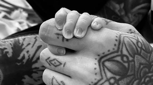 Zayn Malik and Gigi Hadid welcome baby girl:  https://t.co/CEjHDhN9DF https://t.co/jYQ7DmY5iH
