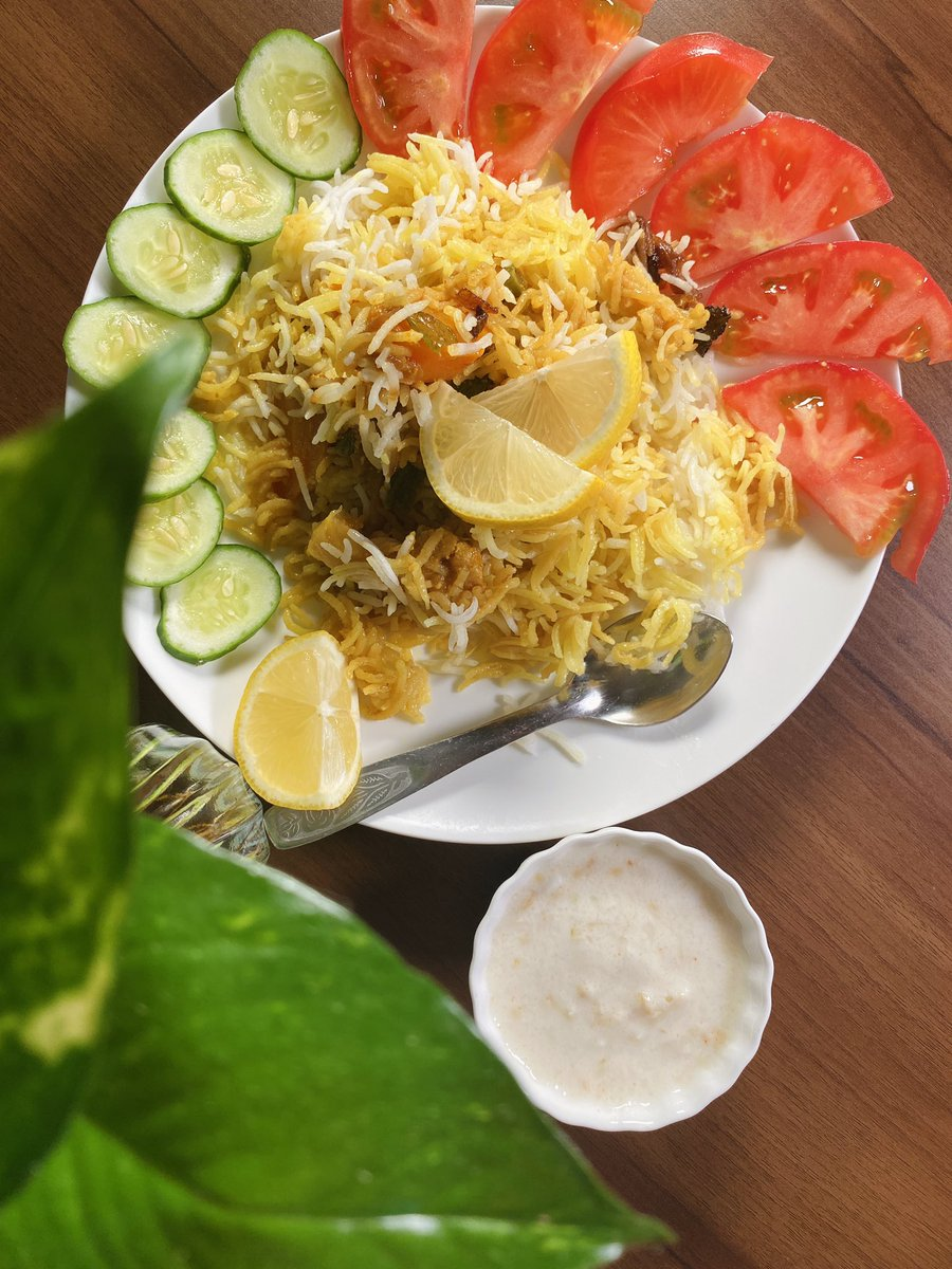  こんばんは! 今日は、ベジダムビリヤニの動画をユーチューブで投稿しました。⠀ ⠀ リンクはこちらに記載してありますので、是非見てみてください。⠀ ⠀ https://t.co/PyKmbUnHcu  #インド料理 #ビリヤニ #ベジビリヤニ #印度料理 #印度 #インド https://t.co/0eqEG0nsYL