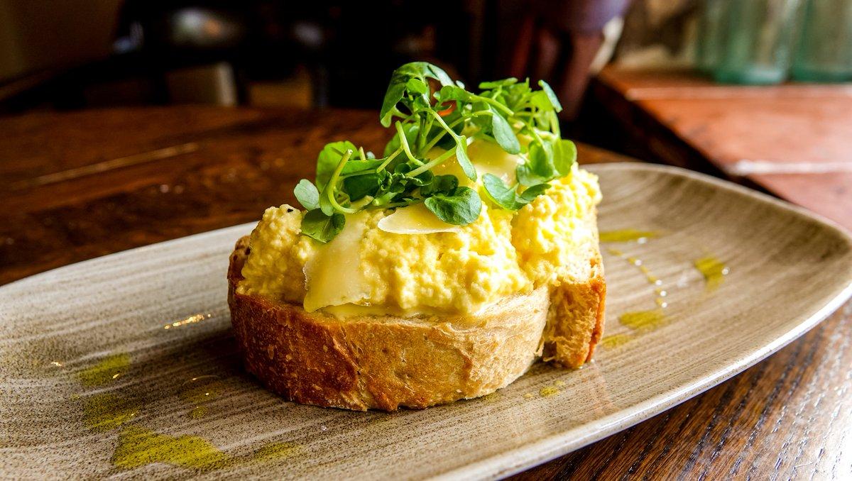 Truffle scrambled hens egg on sourdough toast 😍  #Stafford #WDYT https://t.co/w29oSUaeY5