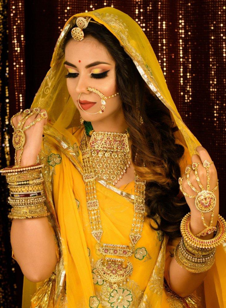 Inspiration from Bollywood, here is the Royal Ranisa Look by @ Vanshika Beauty Parlour. . . . #jewellery #bridemakeup #indianbride #beauty #beautifulmakeup #makeup #makeupartist #bridalmakeup #bride #makeupoftheday #makeuplooks #bestmakeup #hdmakeup #makeupgoals #shaadidukaan https://t.co/4h6X0i3MtX