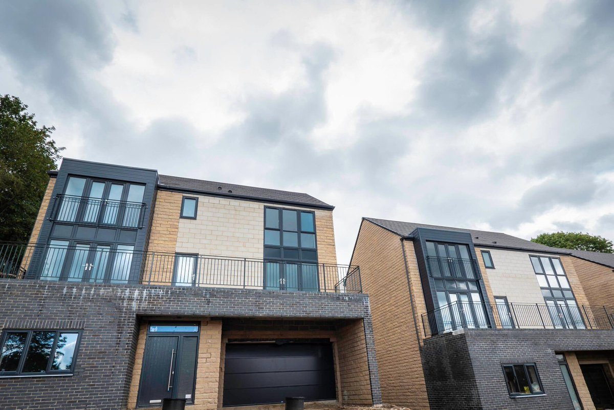 You know you've got it right when even angry skies can't detract from how good the properties look!  #ThursdayThoughts #ShowHome #Phase1sold #newbuild #unique #property #foreverhome #TheHawthorn #luxury #SouthSideRidge #Leeds #Pudsey #1plotremaining #justoneleft https://t.co/UuRB9dWsjQ