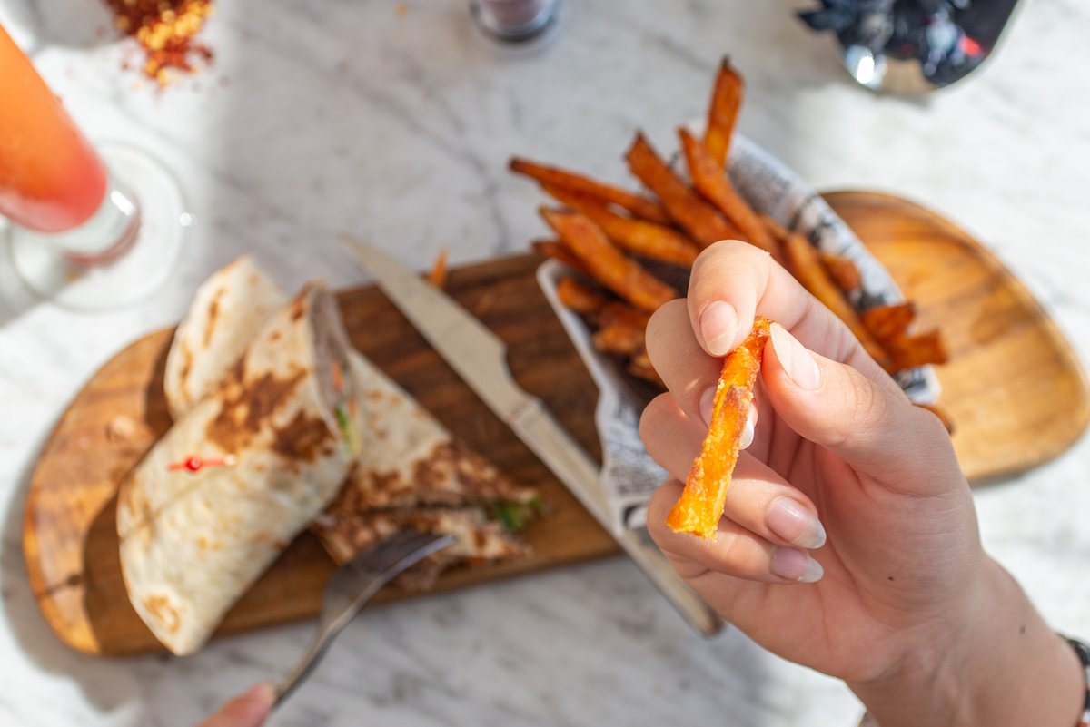 Always keep your eyes on the sweet potato fries. 🍟 #MamboByDay https://t.co/QmJbplywQk